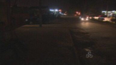 Falta de iluminação pública causa transtornos a moradores de Porto Velho - A equipe do Amazônia TV esteve em alguns locais e você confere como está a situação de alguns bairros da capital.