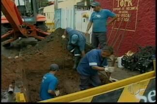 Abastecimento interrompido prejudica cerca de 2 mil pessoas - Nesta quinta-feira (10) no distrito César de Sousa, em Mogi o abastecimento foi interrompido. Devido a obra do Serviço Municipal de Água e esgoto. Segundo o SEMAE os trabalhos não foram concluídos devido a chuva.