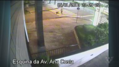 Câmeras de monitoramento registram crime em Santos - Polícia espera que se apresente em breve o acusado de matar um homem no último sábado, na Vila Matias, em Santos. Imagens das câmeras de um prédio registraram toda a ação.