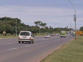 Ano de 2012 tem recorde de multas de trânsito, no DF - De acordo com o Detran, o aumento foi de 8%, em comparação com 2011. Excesso de velocidade foi a infração mais multada em 2012. Desrespeito à faixa de ônibus ficou em segundo lugar, com 240 mil multas no ano.