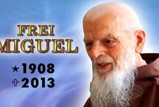 Mais de 2,5 mil fiéis acompanham o sepultamento de Frei Miguel em SE - O religioso de 104 anos morreu por volta das 4h de quarta-feira (9) em decorrência de uma infecção pulmonar.