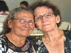 Após quase 60 anos separadas, irmãs se reencontram - De acordo com uma das idosas, a irmã e o cunhado arrendavam terras para cultivar e sempre se mudavam de cidade. Em uma das mudanças, o casal não deu mais notícias. A sobrinha-neta localizou a gêmea da tia-avó pela internet.