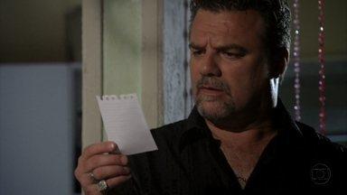 Russo descobre que Morena e Jéssica foram à casa de Helô - Ele encontra o bilhete que Morena deixou para Lucimar. A diarista fica intrigada com o nervosismo de Russo