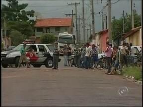 Sete vítimas de assalto a oficina em Capão Bonito (SP) passam bem - Estão bem as sete vítimas de um assalto nesta segunda-feira em Capão Bonito (SP). Ladrões abordaram o dono de uma oficina e a mulher dele quando eles saíam de casa. Dois suspeitos estão foragidos.