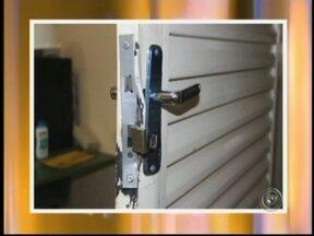 Depósito de Secretária de Obras é furtado em Santa Cruz do Rio Pardo, SP - O depósito da Secretaria de Obras em Santa Cruz do Rio Pardo, SP, foi invadido por criminosos no fim de semana. Funcionários encontraram o local arrombado na manhã desta segunda-feira e constataram que vários equipamentos e ferramentas foram furtados
