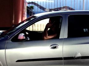 Justiça aumenta penas para motoristas envolvidos em acidentes por falar ao celular - O condutor que provocar um acidente ou atropelar alguém por estar ao celular enquanto dirige deve responder por crime doloso.