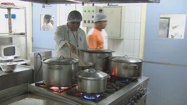 Curso ensina a cozinhar em Manaus - O mercado de trabalho se abre em Manaus para os cozinheiros. Porém, para a aprender o trabalho, as pessoas devem saber sobre a higiene da cozinha.