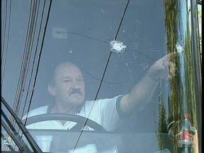 Motorista morre e passageiro fica ferido durante assalto à onibus de sacoleiros - O assalto foi durante a madrugada em Maringá