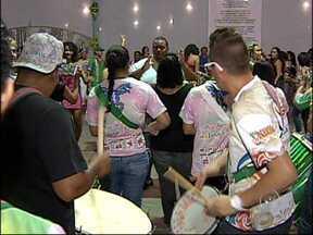 Arco-íris busca do 13º título de campeã do carnaval de Jundiaí, SP - A escola de samba Arco-íris, de Jundiaí (SP), é uma das favoritas ao título do carnaval da cidade. A escola já soma 12 títulos, e está se preparando para o 13º com muito ensaio.