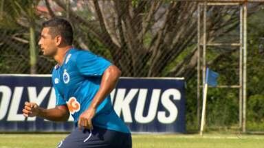 Na Toca da Raposa, um ex-jogador do Galo está chamando a atenção - O meia Diego Souza, recém-contratado do Cruzeiro, já encontrou seu caminho no time.