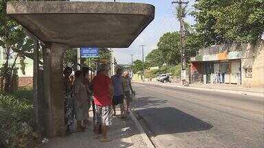 Jovem reage a assalto e é morto com tiro na cabela - Crime aconteceu em Jaboatão. Vítima estava numa parada de ônibus com amigos.