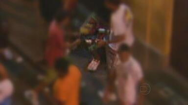 Globo Nordeste flagra brigas, consumo e venda de drogas durante prévias em Olinda - Equipe do NETV 1ª Edição acompanhou o movimento no Sítio Histórico da cidade durante dois fins de semana e registrou cenas que não combinam em nada com a alegria do carnaval.