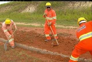 Obras de melhorias começam a ser realizadas na RJ-124, a Via Lagos - Mureta de separação são colocadas para evitar acidentes na rodovia.Acostamentos serão pavimentados e sistema de sinalização será adaptado