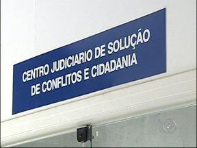 Centro de Solução de Conflitos auxilia em processos judiciais em Sorocaba, SP - O Centro de Solução de Conflitos facilita a vida de quem precisa de ajuda na justiça.Em 2012, quase dois mil acordos foram fechados e finalizados com o auxílio do programa em Sorocaba (SP).
