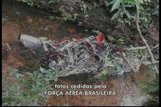Corpo de vítima em acidente de helicóptero é encontrado - Ele foi encontrado cerca de 300 metros do ponto da queda. O helicóptero caiu em Caraguatatuba, no litoral norte em São Paulo. O corpo pode ser do empresário Éder Coelho, de Arujá.
