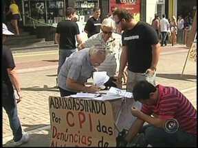 Movimento Vergonha Rio Preto faz protesto em frente ao Ministério Público da cidade - Integrantes do movimento Vergonha Rio Preto fizeram nesta segunda-feira (21) mais uma manifestação. Desta vez, foi em frente ao Ministério Público. Eles querem que os vereadores também investiguem o ex-procurador do município, Luiz Tavolaro.
