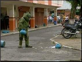 Suspeita de bomba assusta moradores de São Fidélis, RJ - A bomba foi encontrada no banheiro da Rodoviária da cidade.O esquadrão antibombas foi chamado até o local.