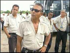 Funcionários de empresa de ônibus fazem greve em Campos, RJ - O motivo da paralisação seria o atraso nos pagamentos de salários.Pesquisa recente revelou a insatisfação dos passageiros com as empresas.