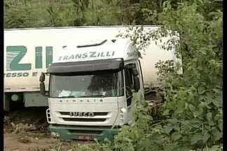 Falta de sinalização causa acidente na BR-222 em Açailândia - Péssimo estado de conservação das placas dificulta a vida dos motoristas.