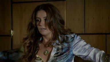 Helô expulsa Stenio de sua casa - A delegada acusa o ex-marido de ter inventado para os amigos que ela não quis se responsabilizar pela criação de Drika