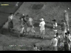 Videomonitoramento da GCM flagra briga na Zona Norte de Sorocaba, SP - Um suspeito tentou furtar uma escola, na zona norte de Sorocaba (SP). Um traficante descobriu e foi impedir o crime. Os dois brigaram e todos foram parar na cadeia. A ação foi flagrada pelo sistema de videomonitoramento da prefeitura da cidade.