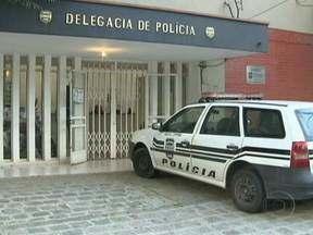 Três casos de violência contra a mulher chocam moradores de Curitiba - O Paraná é o terceiro estado em número de assassinatos de mulheres. Fica atrás apenas do Espírito Santo e de Alagoas. Só na capital paranaense, 56 mulheres foram mortas em 2012, vítimas de crimes brutais.