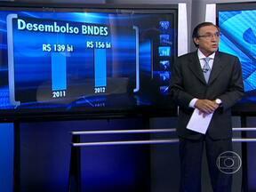BNDES divulga números sobre créditos - O Banco Nacional do Desenvolvimento emprestou R$ 156 bilhões a empresas. Em 2011, o número era menor: R$ 139 bilhões concedidos. BNDES entrou com R$ 700 milhões em uma fusão de grandes empresas. A união, no entanto, fracassou.