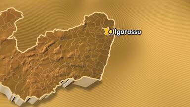 Acidente mata duas pessoas na PE-41, em Igarassu - Veículo bateu na parte de trás de um reboque, que era puxado por um trator. Com o impacto, o carro acabou caindo em um rio.