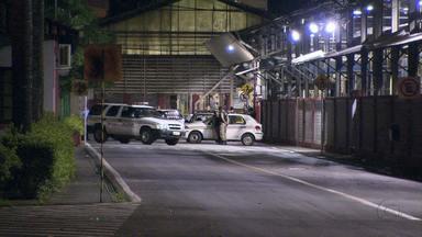 Bandidos explodem caixa eletrônico em Contagem - Caixa fica dentro de uma fábrica.