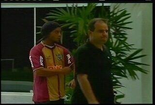 Ronaldinho Gaúcho está de volta à seleção de Felipão - Jogador participa de amistoso contra a Inglaterra, dia 6 de feveirero.