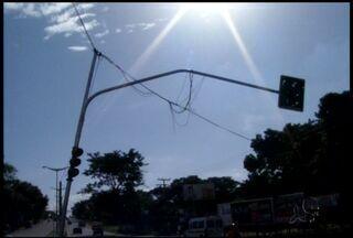 Transtorno para quem precisa viajar do Crato para Juazeiro do Norte - Os sinais ao longo da Avenida Padre Cícero estão sem funcionar.