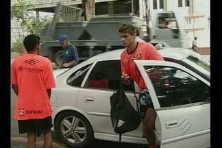 Remo vai treinar de táxi, na semana do clássico - Ônibus da delegação deu 'prego' e jogadores foram de táxi
