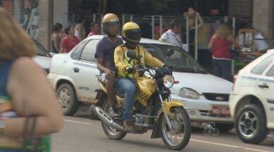 Mototaxistas cobram taxas abusivas em Porto Velho - Amazônia TV mostrou que é preciso ficar atento e utilizar os serviços somente dos mototaxistas credenciados.