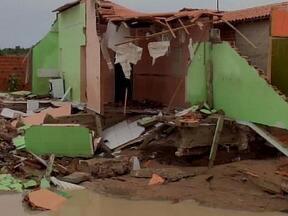 Chuvas destroem casas e deixa muitos desabrigados em Alegrete do Piauí - Equipe da Defesa Civil já está na cidade, que decretou situação de emergência.