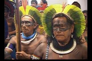Caciques Kaiapó fecham acordo com Eletrobrás, em Altamira, sudoeste do estado - Índios vão receber 3 milhões de reais por ano para realizar melhorias nas aldeias.