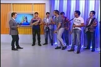 Musical Calmon faz show na região - Eles estiveram ao vivo no Jornal do Almoço de hoje