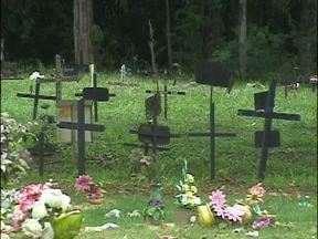 Cemitérios de Foz do Iguaçu estão quase lotados - Não há mais espaço para novos túmulos.