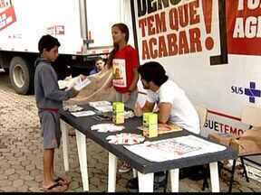 Secretaria Estadual de Saúde troca materiais recicláveis por material escolar em Uberaba - Ação faz parte da campanha de combate a dengue.Município já teve mais que 500 casos confirmados este ano.