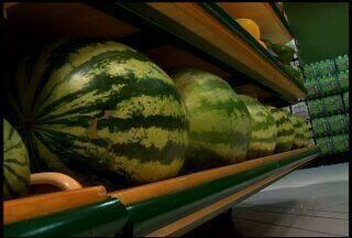 Saiba quais são as frutas menos calóricas - Frutas em excesso também podem engordar