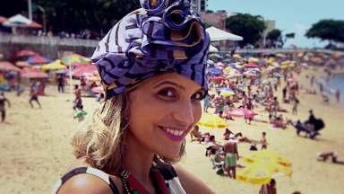 Uma ótima alternativa para fugir do calor com estilo - No Expresso da Moda, Paula Magalhães convidou a designer Taís Muniz para dar dicas de turbantes, uma peça que é usada o ano todo e no verão.