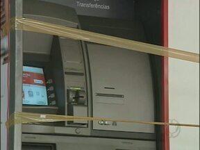 Bandidos tentam arrombar caixa eletrônico em agência de Foz - Os criminosos fugiram sem levar dinheiro