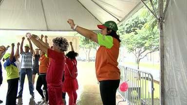 Sábado de exercício no bairro Milionários, Região do Barreiro, com o Projeto Caminhar - Nem a chuva desanimou os interessados em buscar uma vida mais saudável.