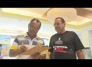 Assinaturas são recolhidas no Dia do Basta à Corrupção, em Porto Velho - Cerca de 20 voluntários recolhem assinaturas no Dia do Basta à Corrupção, mobilização contra PEC 37, em um shopping de Porto Velho.