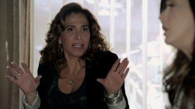 Wanda acalma Lívia - Ela garante que seu depoimento e o de Russo livrará a máfia de problemas