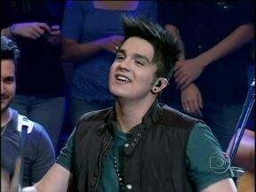 """Luan Santana canta """"Sogrão Caprichou"""" no Altas Horas - Cantor se apresenta com nova música no programa"""