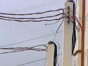 Condomínio é entregue a compradores sem energia elétrica em Santo André - Um condomínio novo de Santo André foi entregue aos compradores, mas quando eles receberam as chaves não tinha energia elétrica em seis das oito torres. Isso começou em março do ano passado.