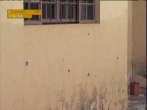 Sai de dentro da cadeia ordem para atentado contra policial militar em Apucarana - Para cometer o crime, o preso ainda usou um adolescente de 17 anos, que teria feito os disparos contra a casa do policial
