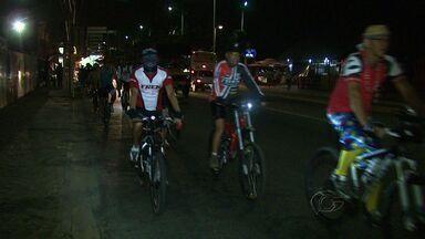 Festa na orla de Maceió realizada por ciclistas - Ciclistas convidaram a população para participar de um bloco de carnaval. Apesar de ser uma brincadeira, também busca alertar a sociedade sobre a segurança no trânsito.
