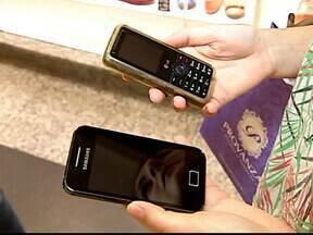 Levantamento da Anatel mostra crescimento do número de linhas de telefone móvel no Brasil - Dados da Agência Nacional de Telecomunicações apontam que o Brasil fechou 2012 com mais de 261 milhões de linhas de telefone móvel.
