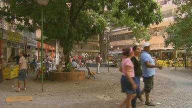 Abandono da Praça do Sebo é cobrança do Calendário NETV - Nesta época do ano, muitos pais recorrem ao sebo para comprar os livros escolares.